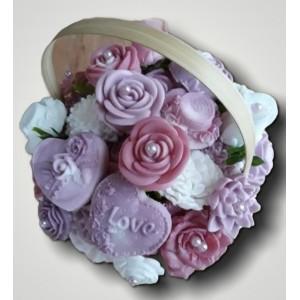 Kytica z mydla v košíku fialovo ružovo biela