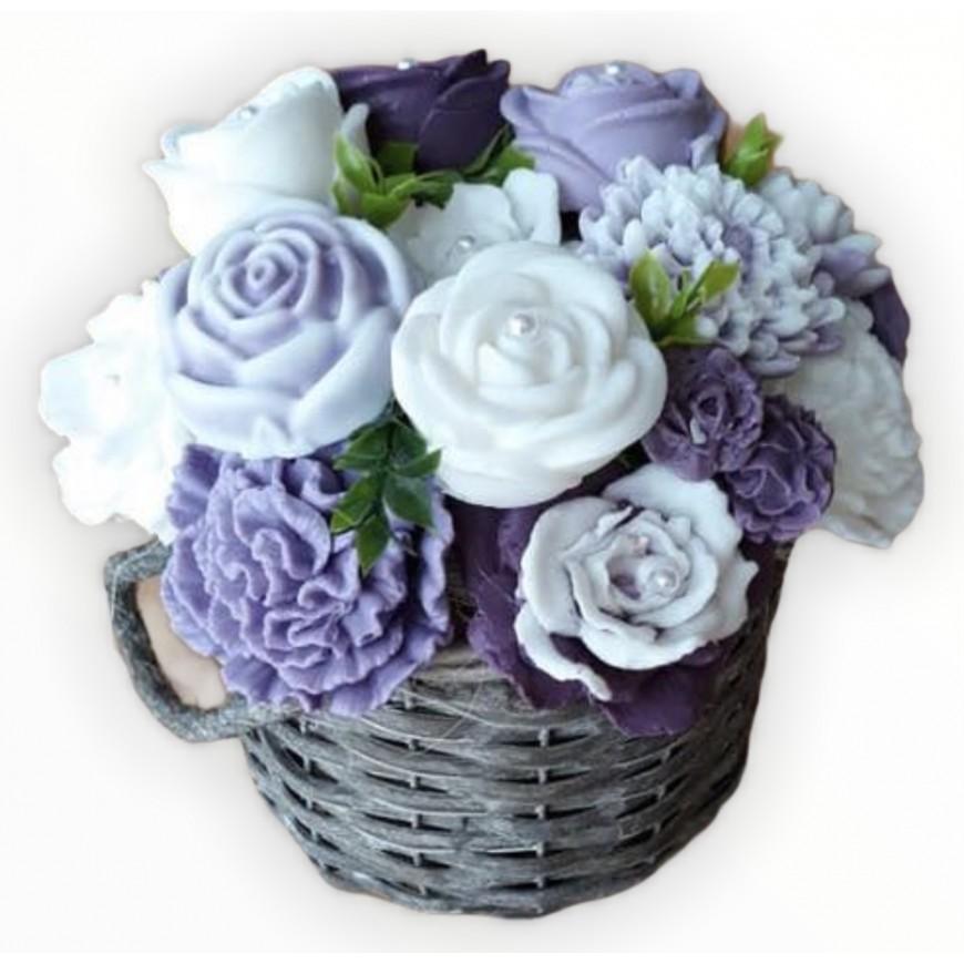 Kytica z mydla v košíku fialovo biela