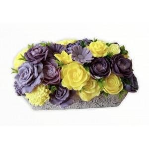 Kytica z mydla v črepníku žlto fialová